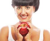 Młoda brunetka kobieta z czerwonym jabłkiem — Zdjęcie stockowe