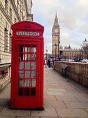 Red Telephone Booth, Big Ben and Houses of Parliament in London, UK. — Stockfoto
