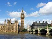Big ben a domy parlamentu v londýně, velká británie. — Stock fotografie