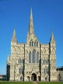 Salisbury Cathedral Front view and park on sunny day, South England — Stock Photo