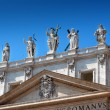 Statues at St. Peter basilica — Stock Photo