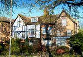 Beautiful traditional English house — Stock Photo