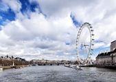 LONDON, UK - MARCH 22, 2014: View of the London Eye. March 22 2014. London Eye (135 m tall, diameter of 120 m) - a famous tourist attraction over river Thames — Stock Photo