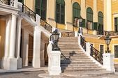 The front staircase of Schonbrunn Palace in Vienna — Stock Photo