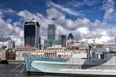 City of London and HMS Belfast warship in London — Stock Photo