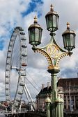 The London Eye-giant Ferris wheel on the South Bank of the River Thames in London — Stock Photo