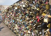 Love padlocks on Bridge of arts in Paris — Stock Photo