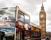 The Elizabeth Tower and tourist bus in London — Stock Photo