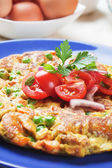 Frittata with tomato salad — ストック写真