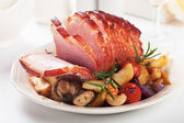 Roasted ham with vegetables — Stock Photo
