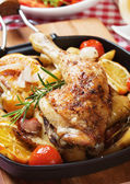 Roasted chicken leg with vegetables — Стоковое фото