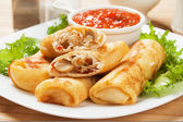 Egg rolls filled with vegetables — Stock Photo