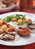 Chicken breast with mushroom sauce — Stock Photo