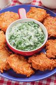 Spinach cream soup with potato pancakes — Stockfoto