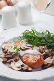 Grilled chicken breast in mushroom sauce — Stockfoto