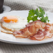 Fried egg & bacon — Stock Photo