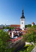 View on St. Nicholas' Church (Niguliste). Old city, Tallinn, Estonia — Foto de Stock