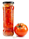 Cam kavanozlarda konserve domates — Stok fotoğraf