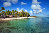 View on tropical island and small houses — Stock Photo