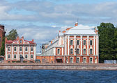 Russia. St. Petersburg. A building of the State University on Neva Embankment. — Stock Photo