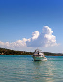 The motor boat in the sea. Jamaica — Stock Photo