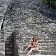 The tourist against pyramid ruins Mexico. Archeologic zone Kabah. — Stock Photo
