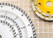 Detachable disks for are sharp construction materials and Diamond disks for a concrete abrasion — Stock Photo