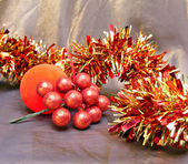 Red New Year's ball, decorative berries and tinse — Stock Photo