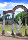 Villa Adriana- ruins of an imperial Adrian country house in Tivoli near Rome, — Stock Photo