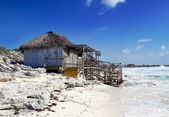 Wooden hut on the seashore. Cayo Largo's island, Cuba — Stock Photo