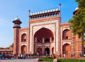 AGRA, INDIA - JANUARY 28: A crowd of tourists passes through gate to visit Taj Mahal on January 28, 2014 in Agra, Uttar Pradesh, India. — Stock Photo