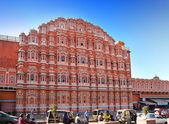 JAIPUR, INDIA - JANUARY 29: Hawa Mahal or Palace of Winds on January 29, 2014 in Jaipur, India.  Concubines could look out of palace windows — Stock Photo