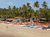 GOA, INDIA - JANUARY 31:Vacationers, sellers, cafe on the tropical beach Palolem, on January 31, 2014 in Goa, India — Stock Photo