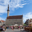 TALLINN, ESTONIA- JUNE 16: A crowd of tourists visit Town hall square in exhibition day in the Old city on June 16, 2012 in Tallinn, Estonia. — Stock Photo
