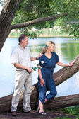The man and the woman near the lake. Quarrel. Reconciliation attempt — Stock Photo