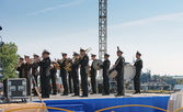 Military band musicians perform on a city holiday, devoted to the 150th anniversary of Petrovsky park in August 27, 2011 in Kronstadt, Russia — Stock Photo
