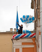 Raising of a school flag on the first day of school on September 1, 2011 in Saint-Petersburg, Russia — Stock Photo