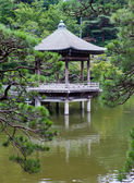 Japan. Narita. pavilion on the lake in park — Stockfoto
