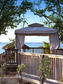 уютный павильон с видом на море — Стоковое фото