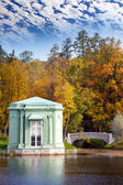 Ancient pavilion on the lake in palace park. Gatchina. Petersburg. Russia. — Stock Photo