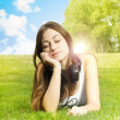 Happiness girl enjoying nature — Stockfoto