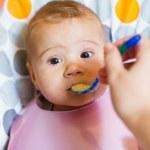 Baby feeding — Stock Photo #13678756