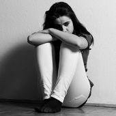 Depressed tenage girl — Stock Photo