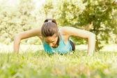 Fitness woman doing push-ups — Stock Photo