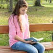 Student girl reading book — Stock Photo