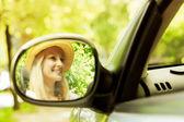 車の中で美しい女性 — ストック写真