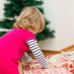 Little Girl Opens the Gift — Stock Photo