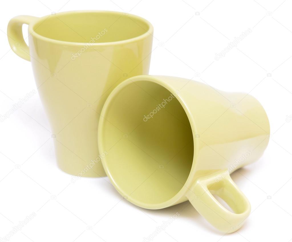 孤立在白色背景上的杯子