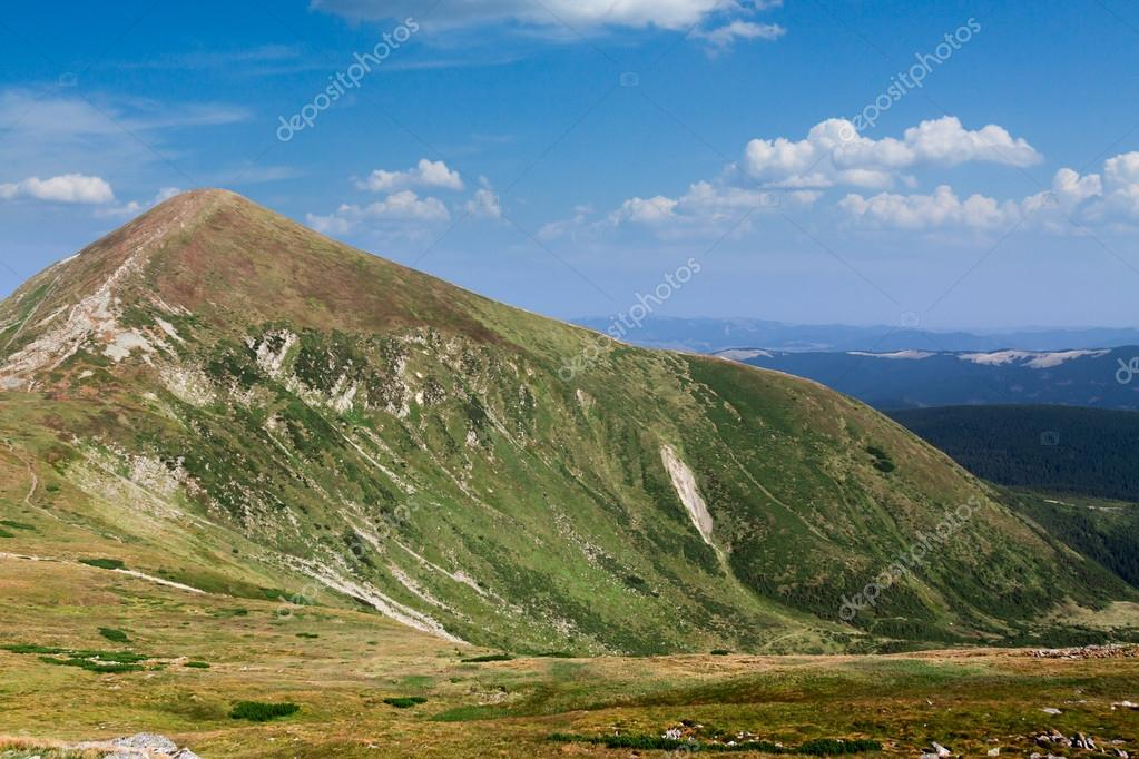 Chornohora ridge in the Ukrainian Carpathians — Stock Photo #12597746