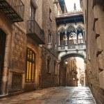 Barcelona Gothic quarter, Carrer del Bisbe — Stock Photo